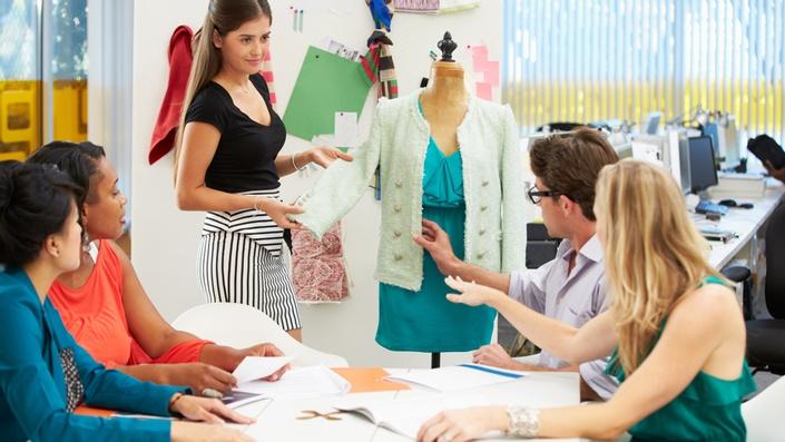 آیا برای یادگیری طراحی لباس باید در آموزشگاه های مربوطه شرکت نمود؟